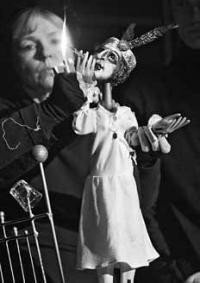 """""""Поединок"""" спектакля и зрителя/""""Тараканья леди"""" Т.Уильямса и Т.Батраковой на сцене Марийского республиканского театра кукол"""